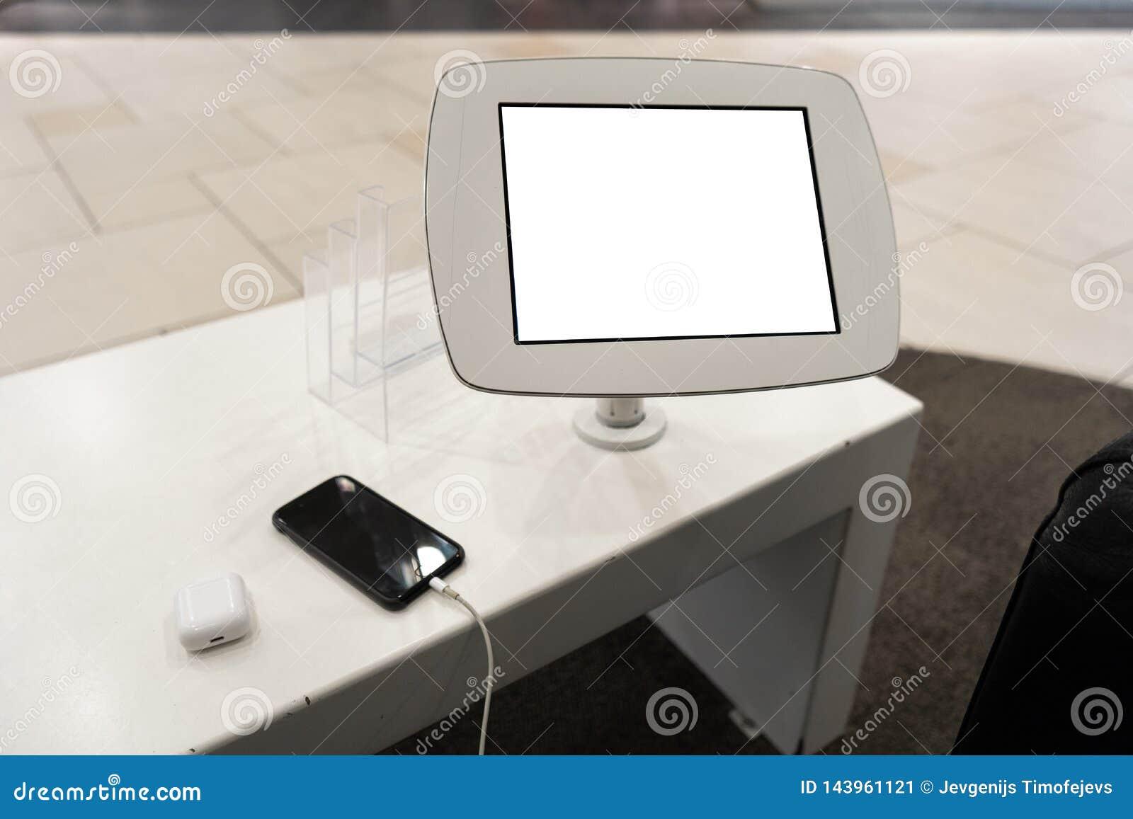 Πραγματική χρήση του τηλεφώνου με το ελεύθερο διάστημα αντιγράφων για την αγγελία και το κείμενό σας - χλευάστε επάνω τον πίνακα