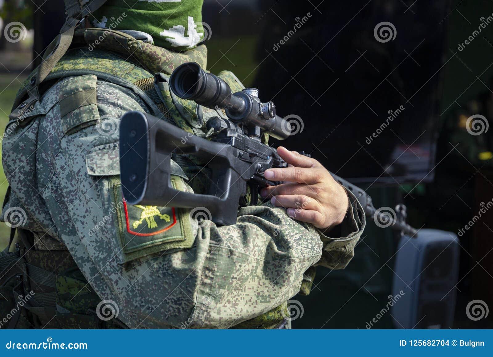 Πραγματικός σύγχρονος στρατιώτης του ρωσικού στρατού στη στολή