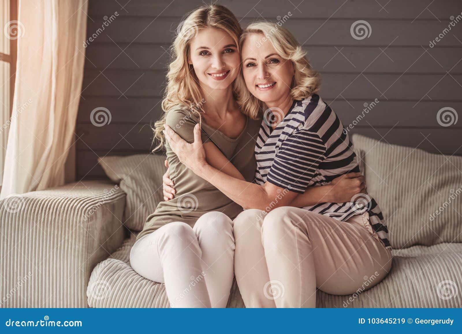 Πρεσβύτερος mum και ενήλικη κόρη