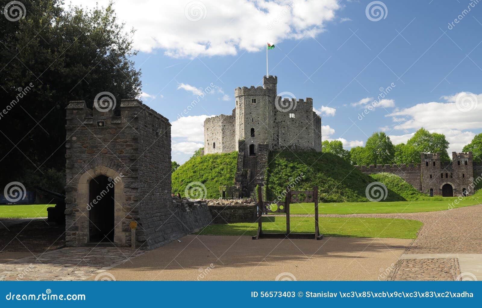 Download Προαύλιο του κάστρου του Κάρντιφ Στοκ Εικόνα - εικόνα από ιστορία, πέτρα: 56573403