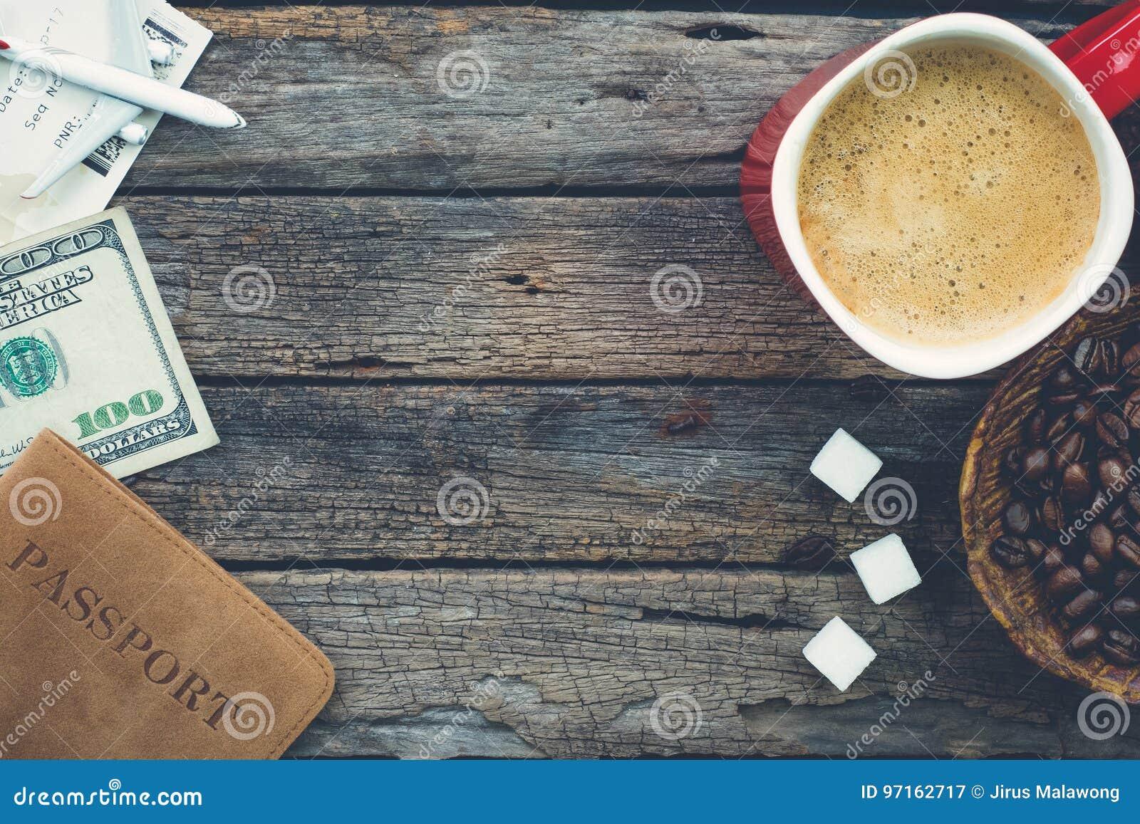 Προετοιμαμένος να ταξιδεψει με τον καφέ, φασόλια καφέ, κύβοι ζάχαρης, πέρασμα