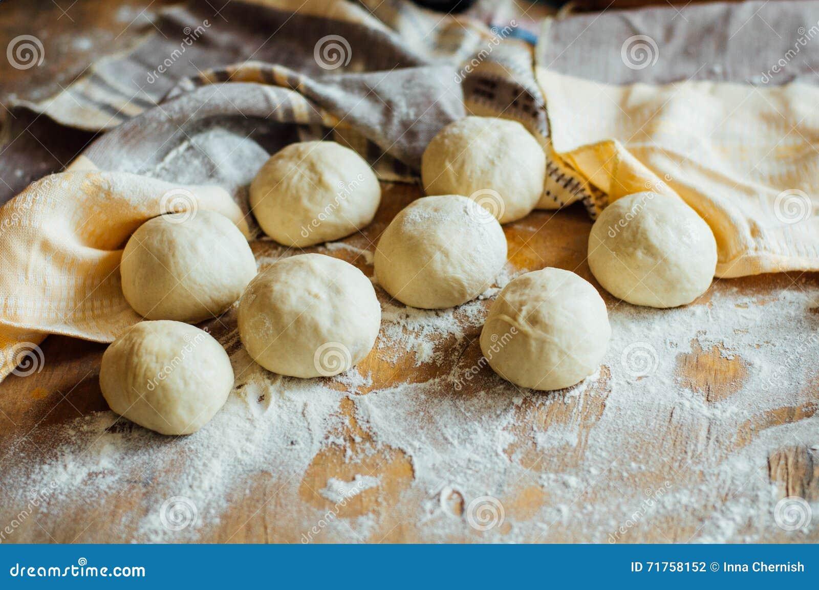 Προετοιμασία του ψωμιού κουλουριών Αγροτικό ύφος Συστατικά για το σπιτικό BR