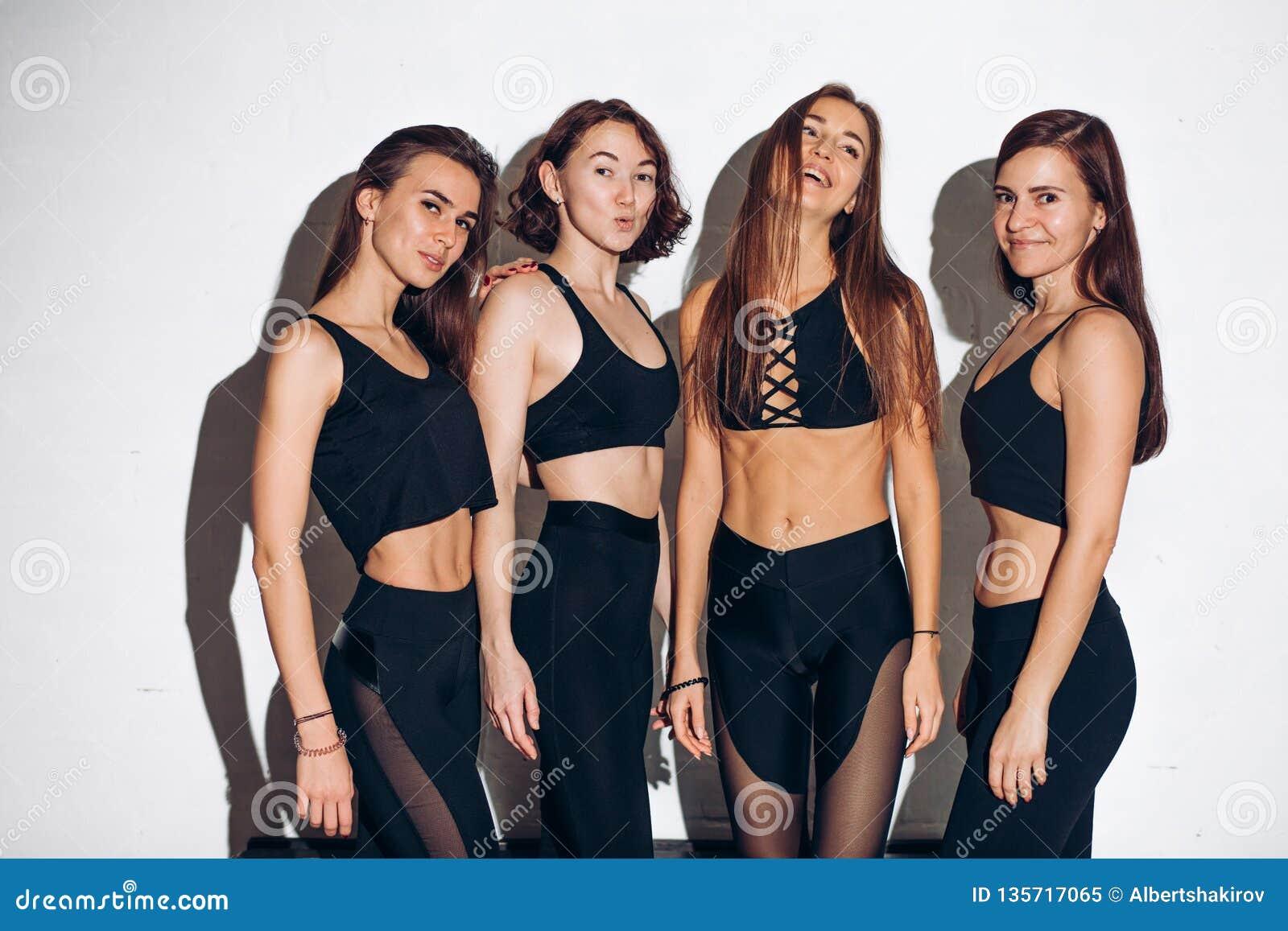 Προκλητικά κορίτσια με το τέλειο σώμα