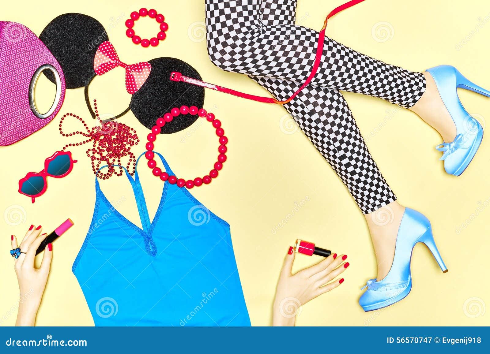Download Προκλητικά λεπτά πόδια γυναίκας με το σύνολο μοντέρνου Στοκ Εικόνα - εικόνα από πολυτέλεια, προκλητικός: 56570747