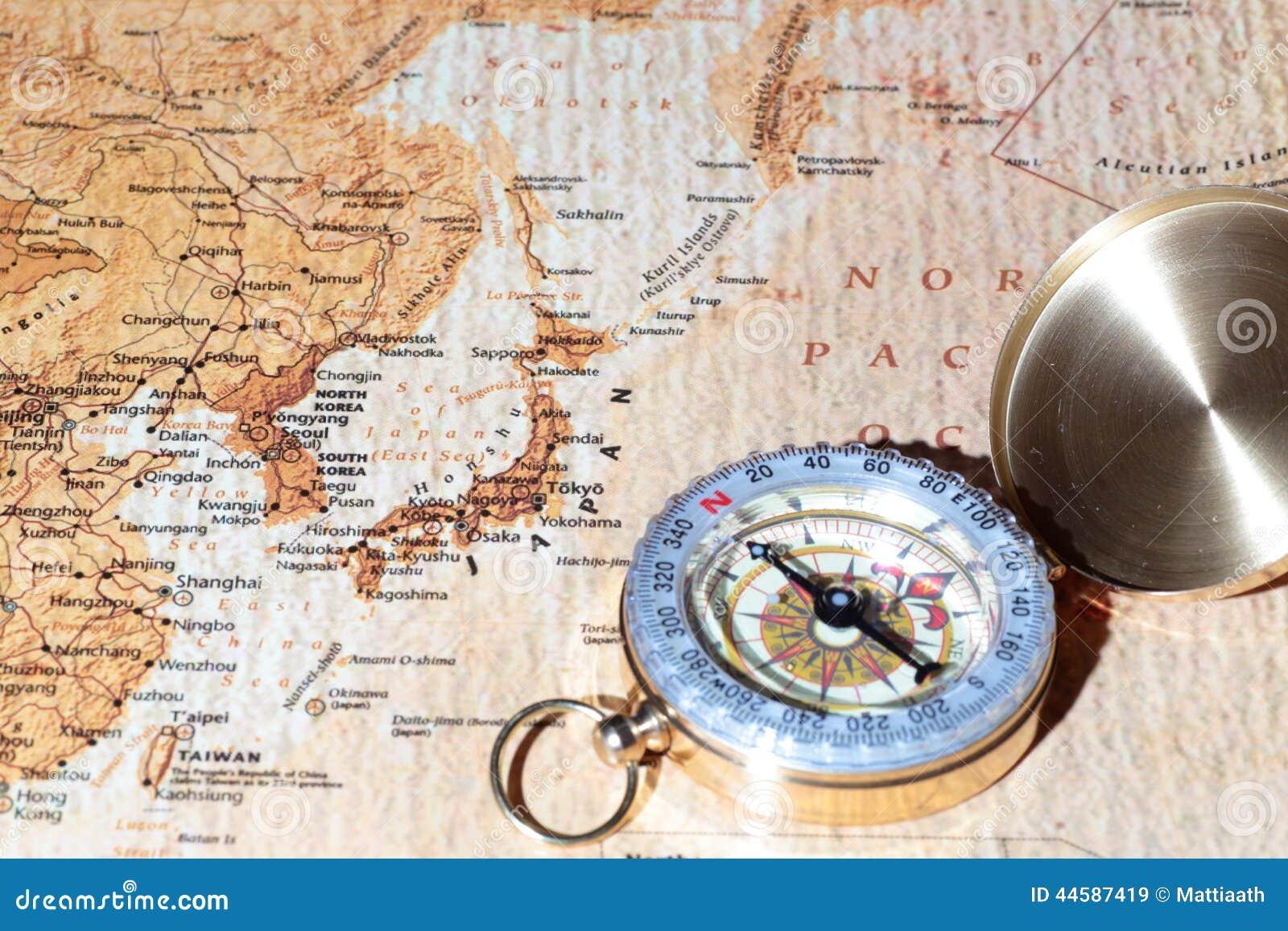 Προορισμός Ιαπωνία, αρχαίος χάρτης ταξιδιού με την εκλεκτής ποιότητας πυξίδα