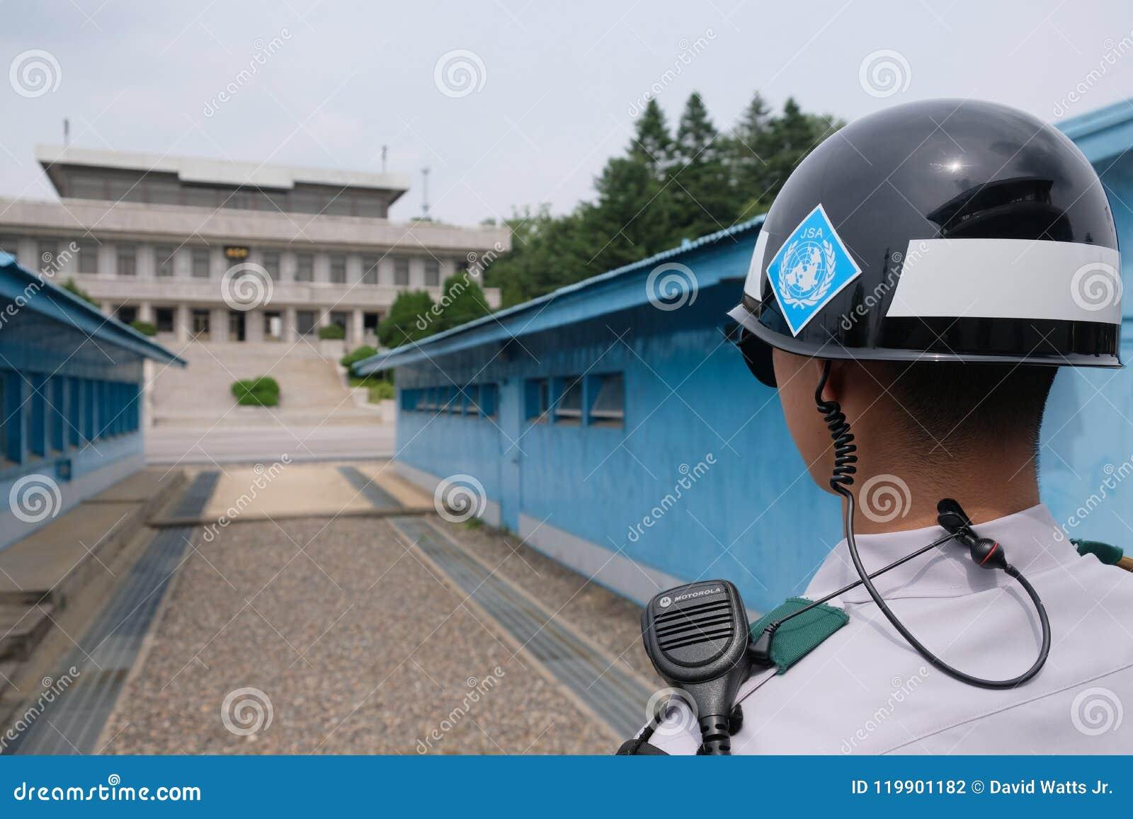 Προσεκτικά μάτια στο DMZ σε Panmunjom