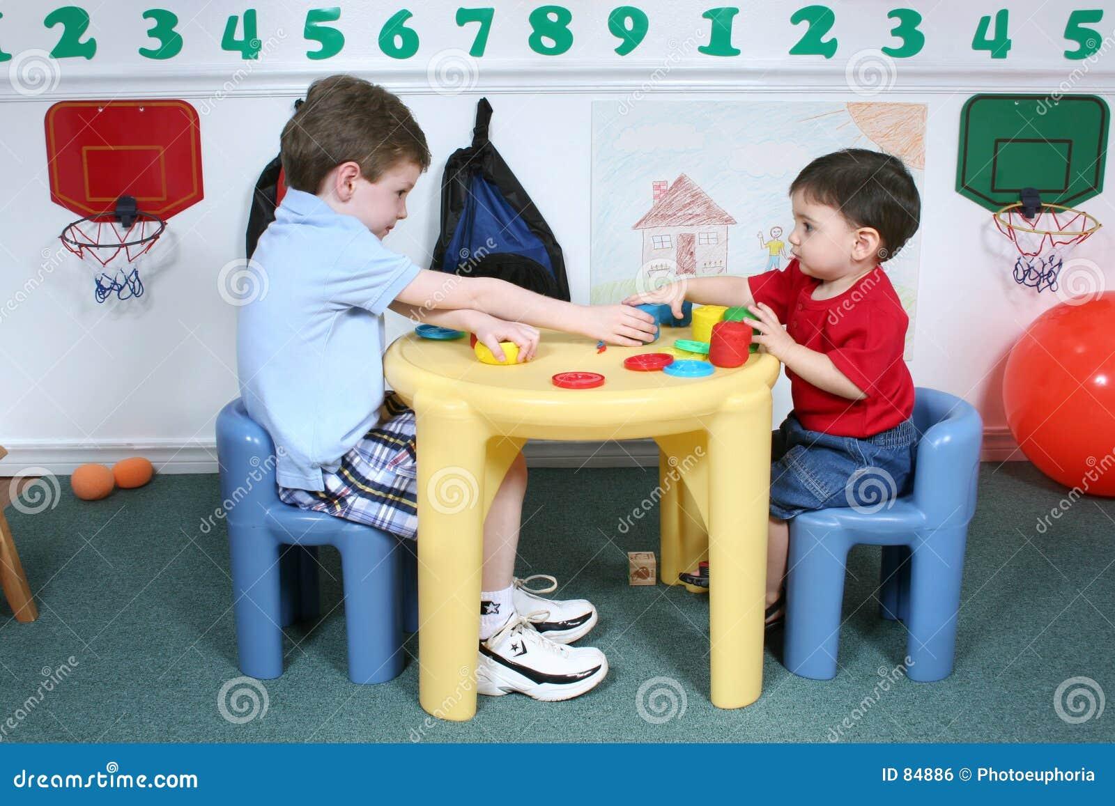 προσχολική διανομή doah αγοριών ζωηρόχρωμη