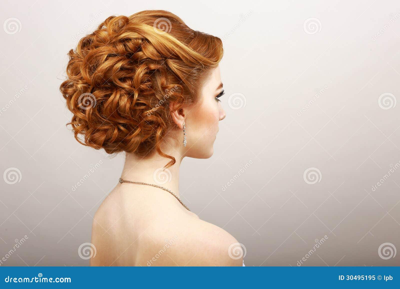 Προσδιορισμός. Οπισθοσκόπος της σγοuρής κόκκινης γυναίκας τρίχας. Haircare Spa έννοια σαλονιών