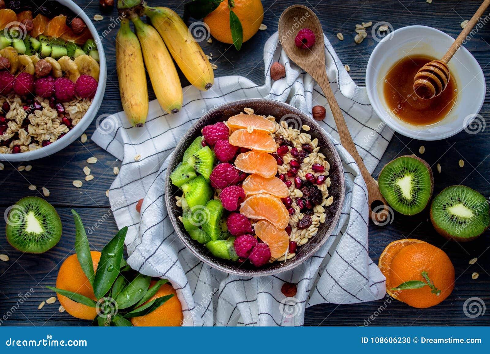 Πρόγευμα: oatmeal με το ακτινίδιο, τα σμέουρα, τους σπόρους chia και τα πορτοκάλια Τοπ όψη