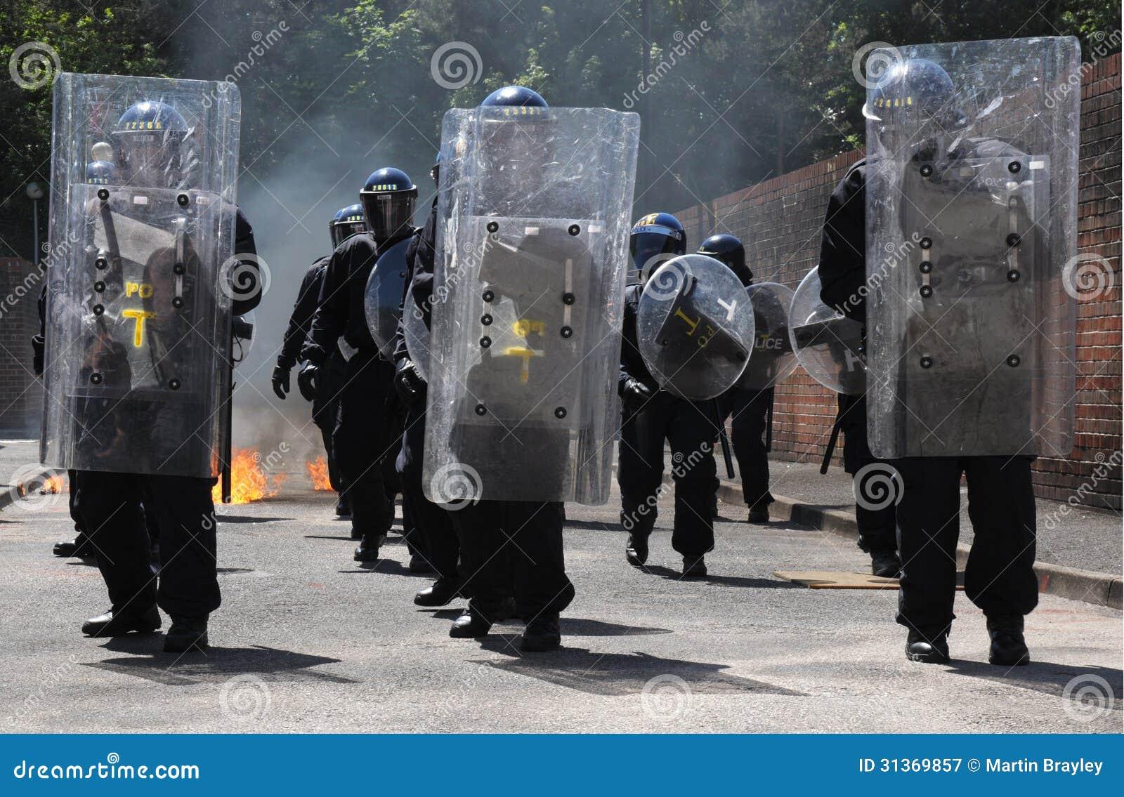 Πρόοδος ταραχής αστυνομίας