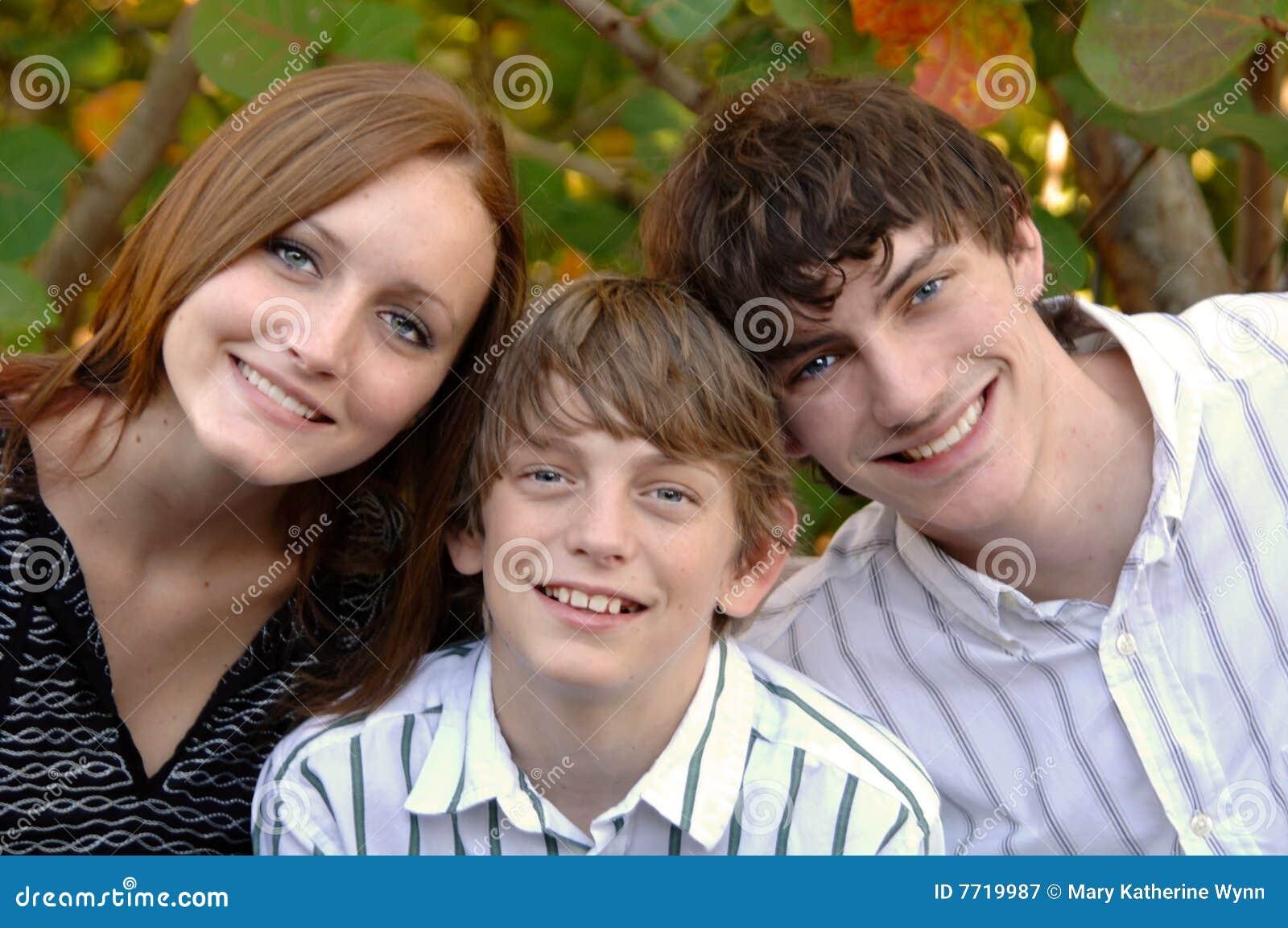 πρόσωπα που χαμογελούν τ&i