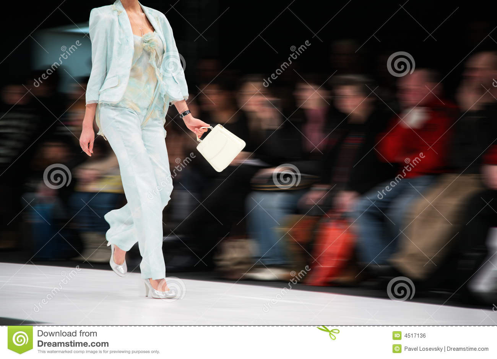 πρότυπη εξέδρα μόδας