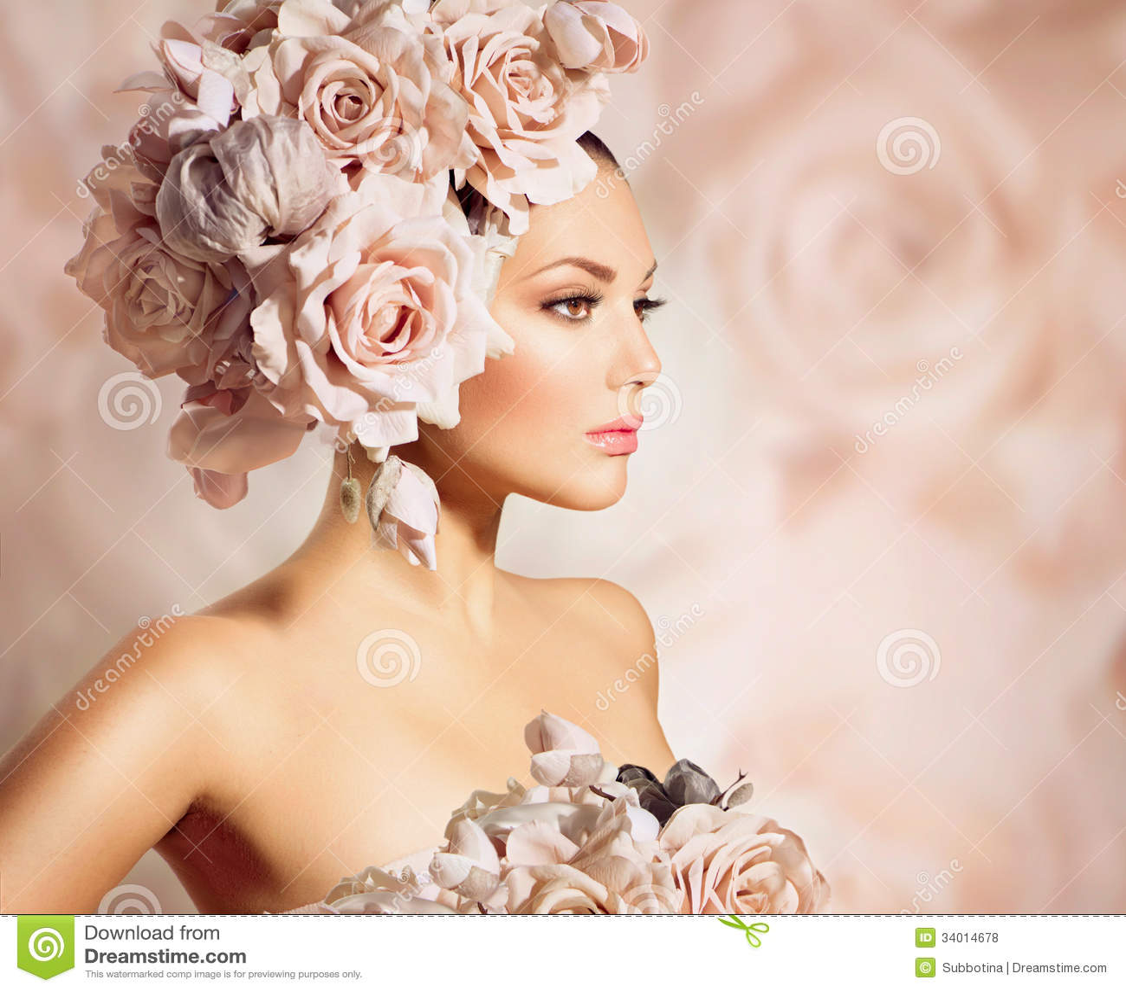 Πρότυπο κορίτσι με την τρίχα λουλουδιών