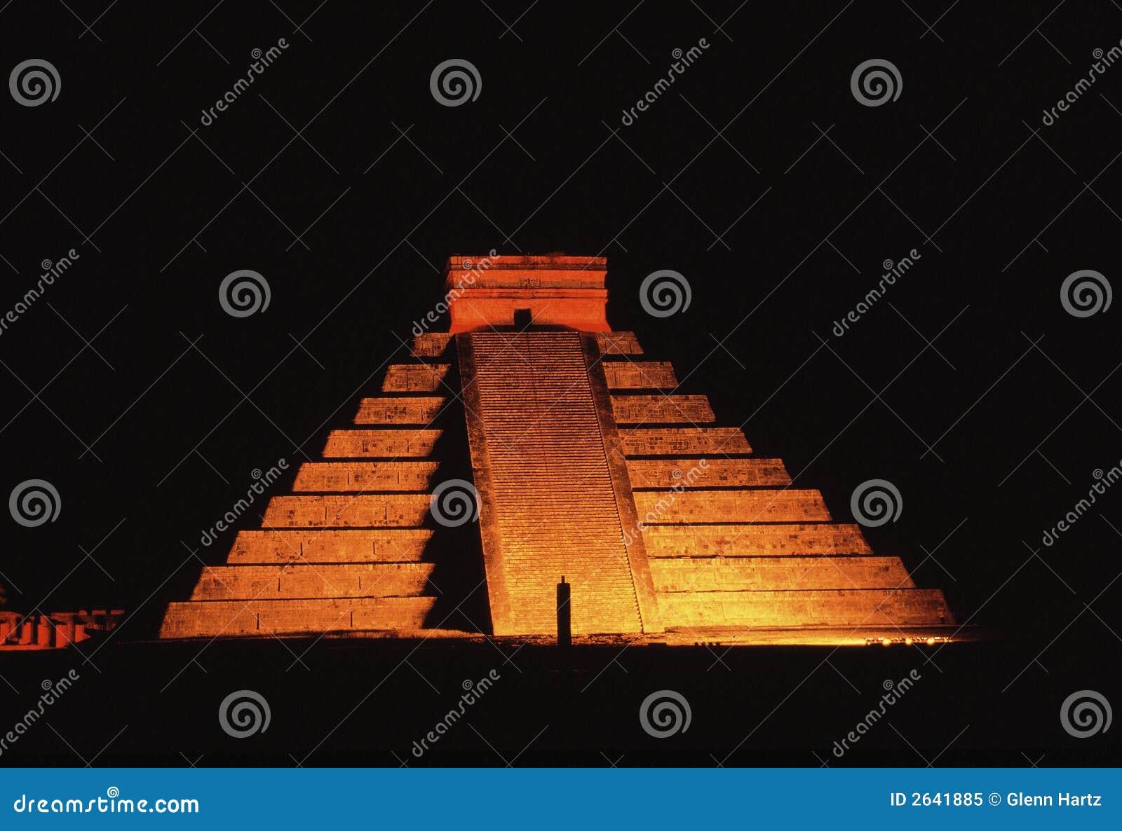 πυραμίδα νύχτας