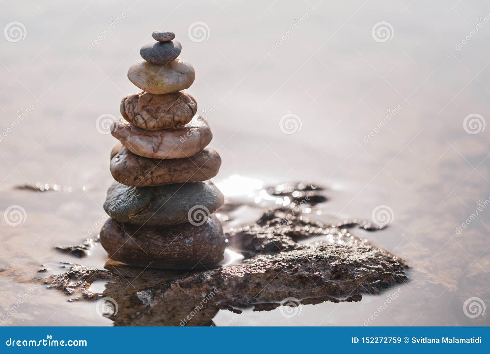 Πυραμίδα των πετρών στο seashor