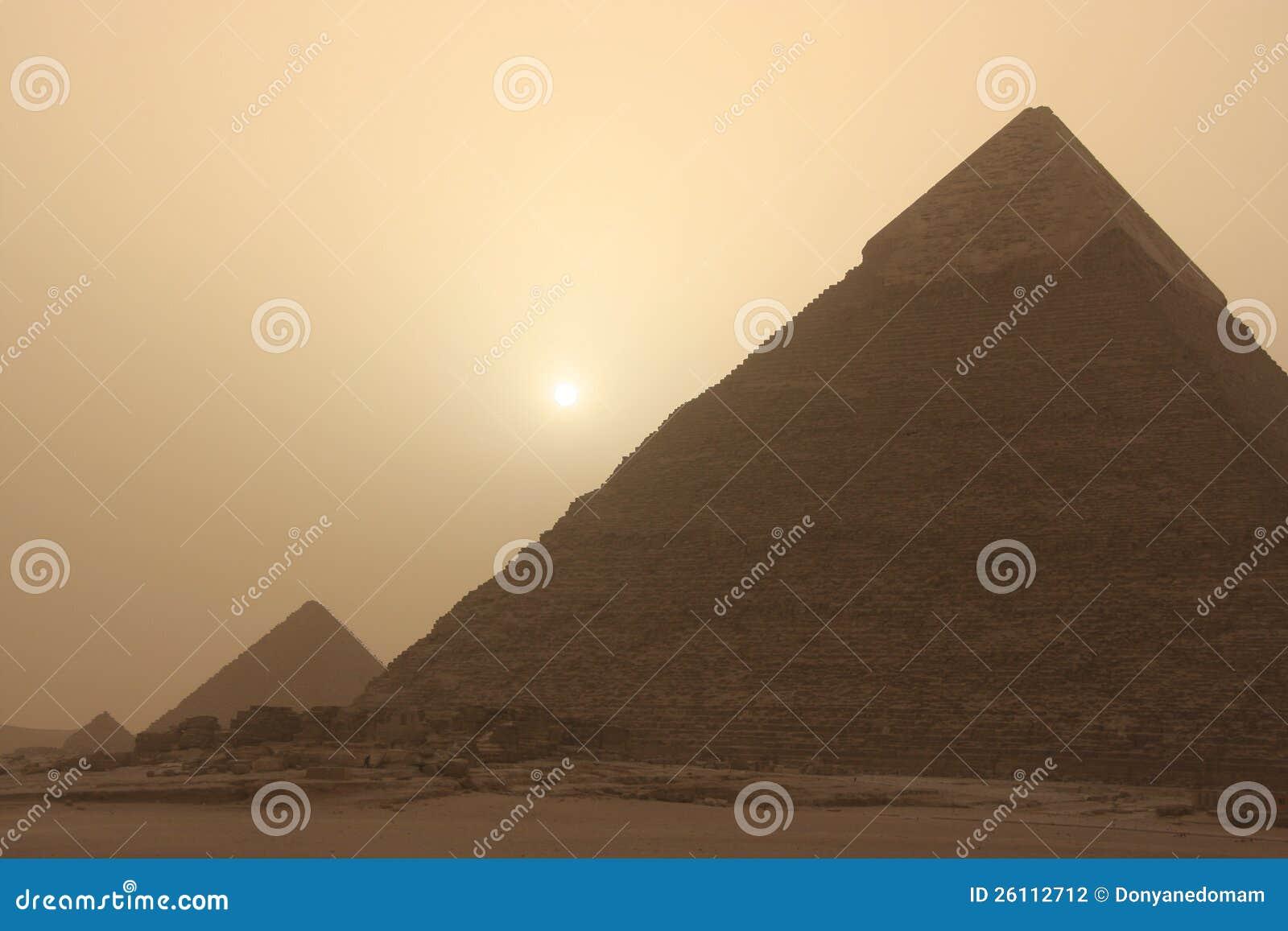 Πυραμίδα Khafre στην αμμοθύελλα, Κάιρο, Αίγυπτος
