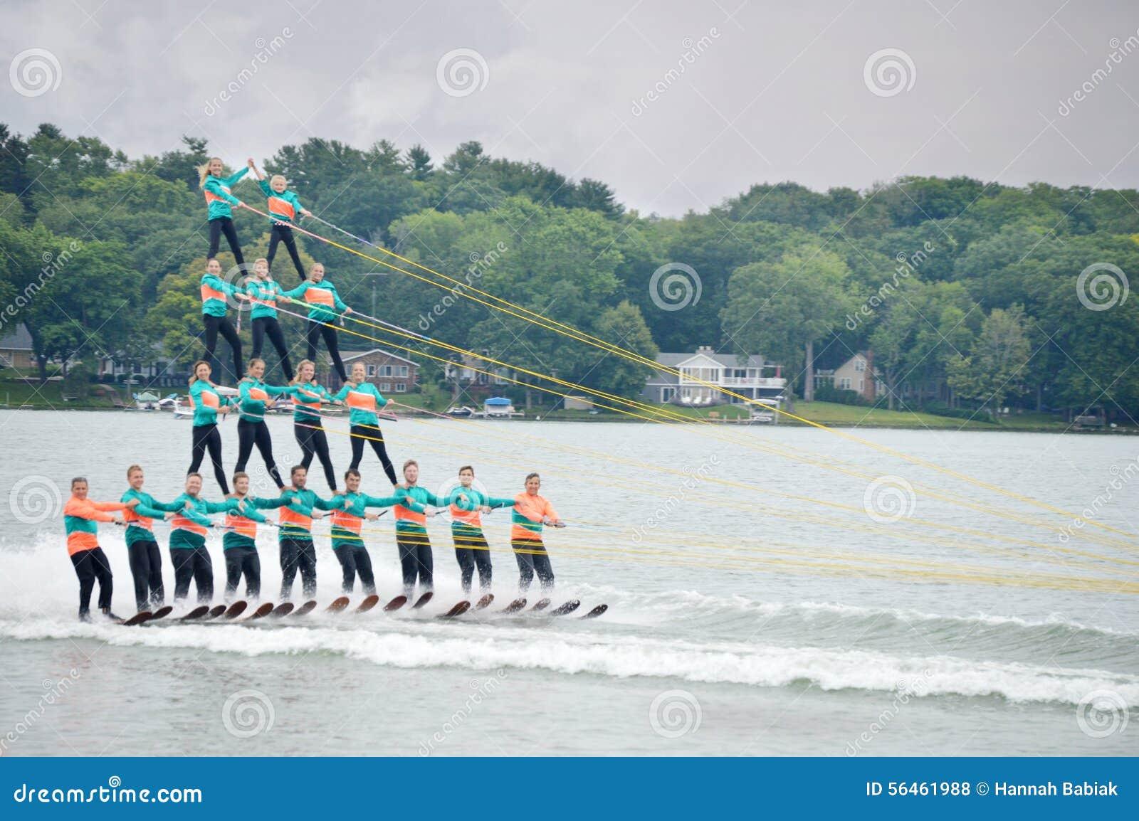 Πυραμίδα σκι νερού