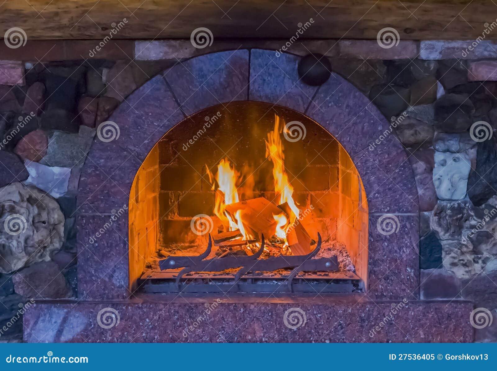 Πυρκαγιά σε μια εστία
