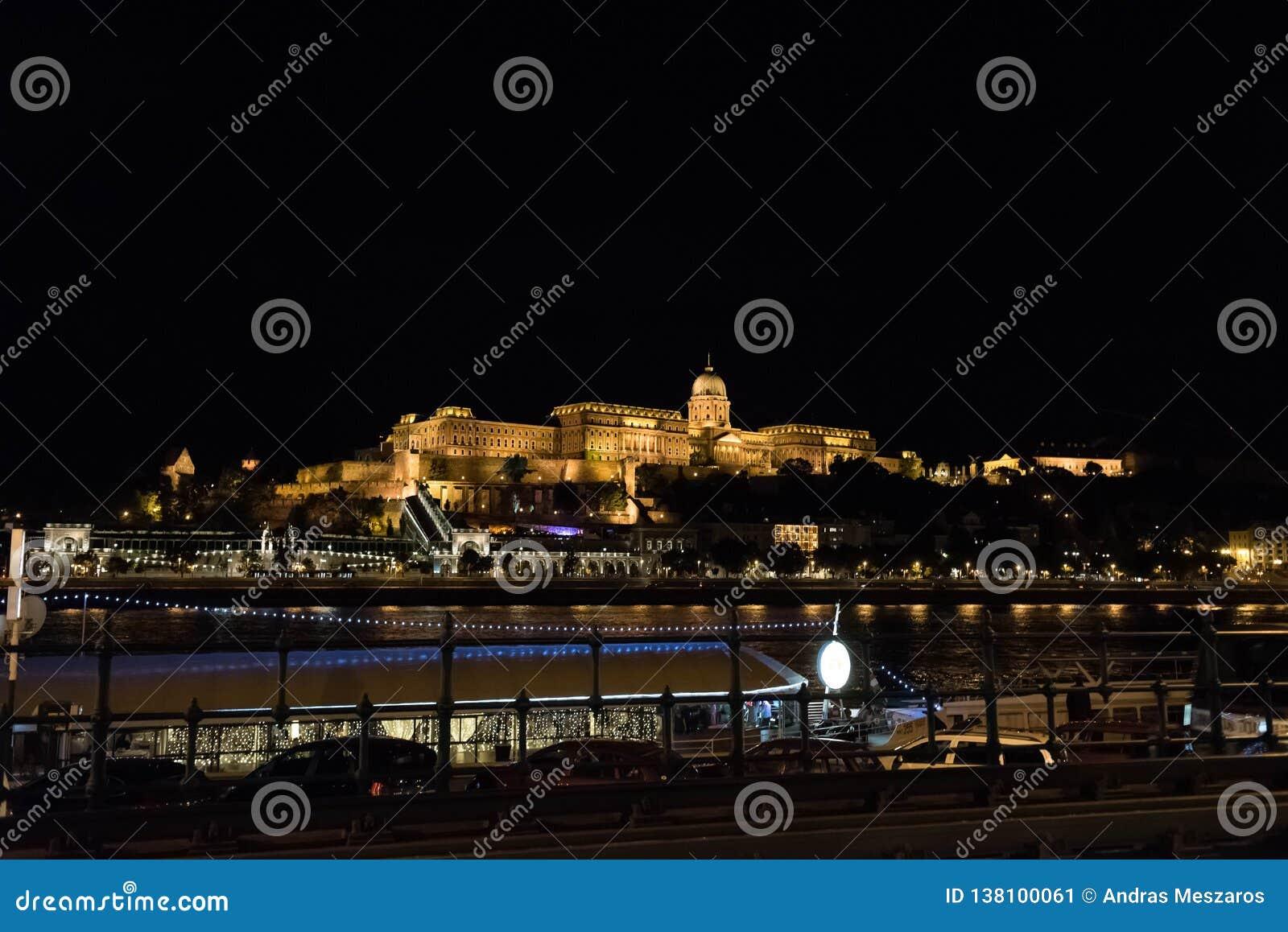 Πυροβολισμός νύχτας του κάστρου Buda που βρίσκεται στη Βουδαπέστη