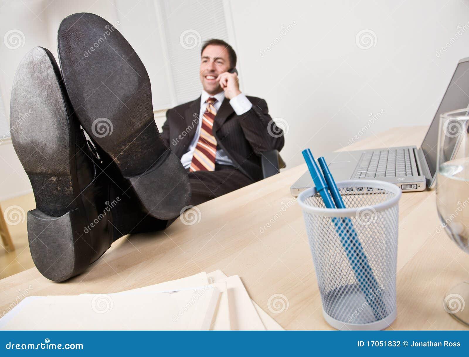 πόδια επιχειρηματιών που μ
