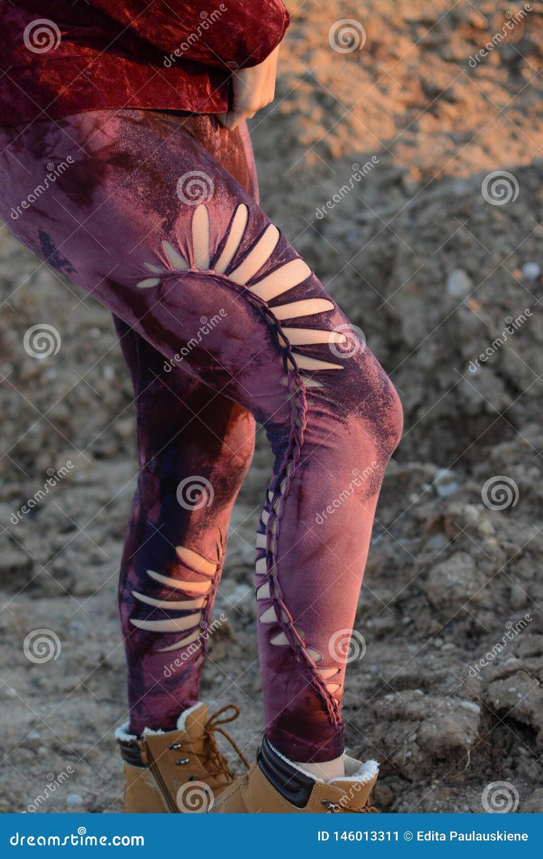 Πόδια στα όμορφα και μοναδικά αποκόπτω? καλσόν, μόδα φεστιβάλ, χρυσή ώρα, θερμό βράδυ
