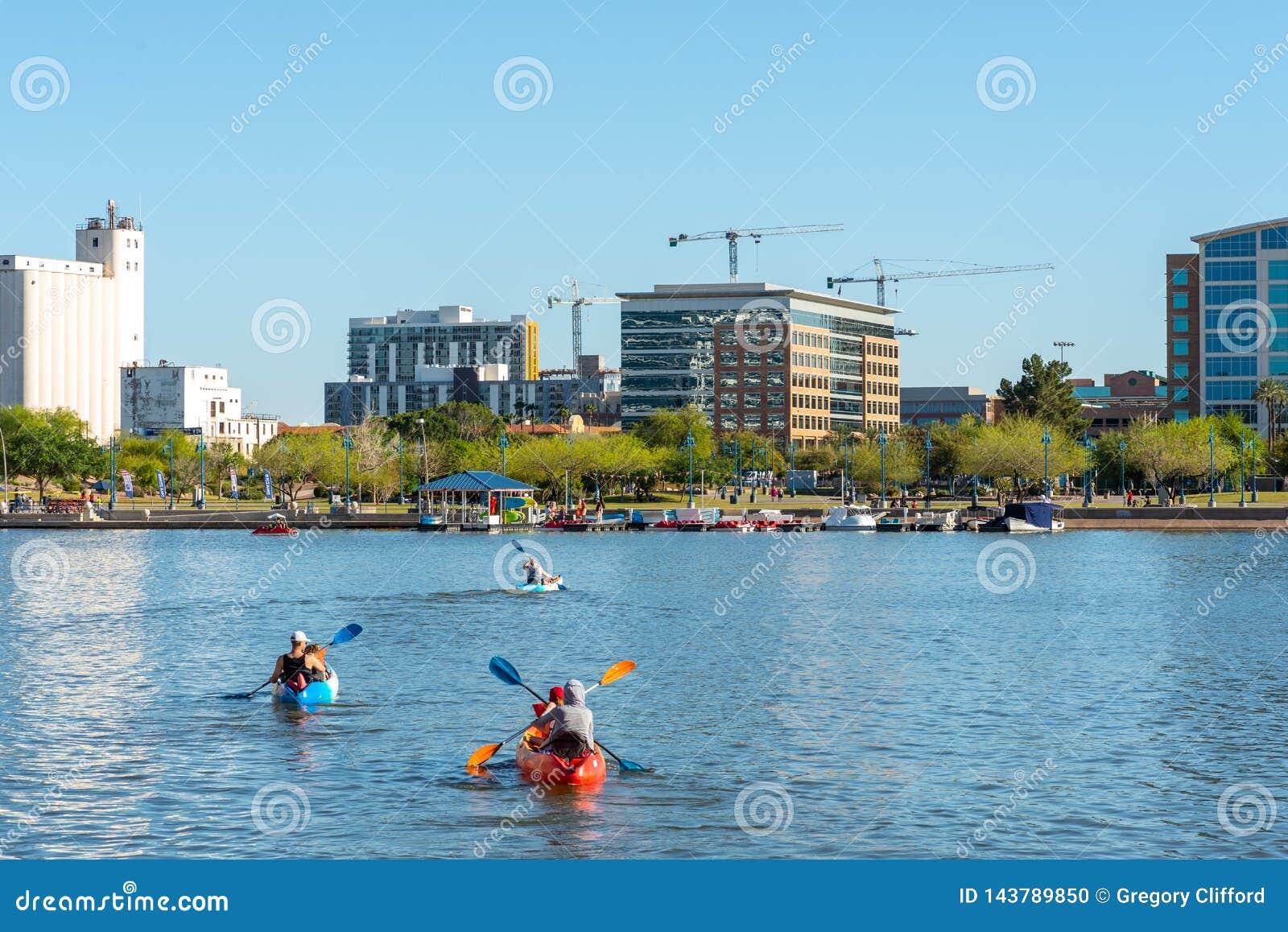 Πόλης λίμνη Kayakers Tempe