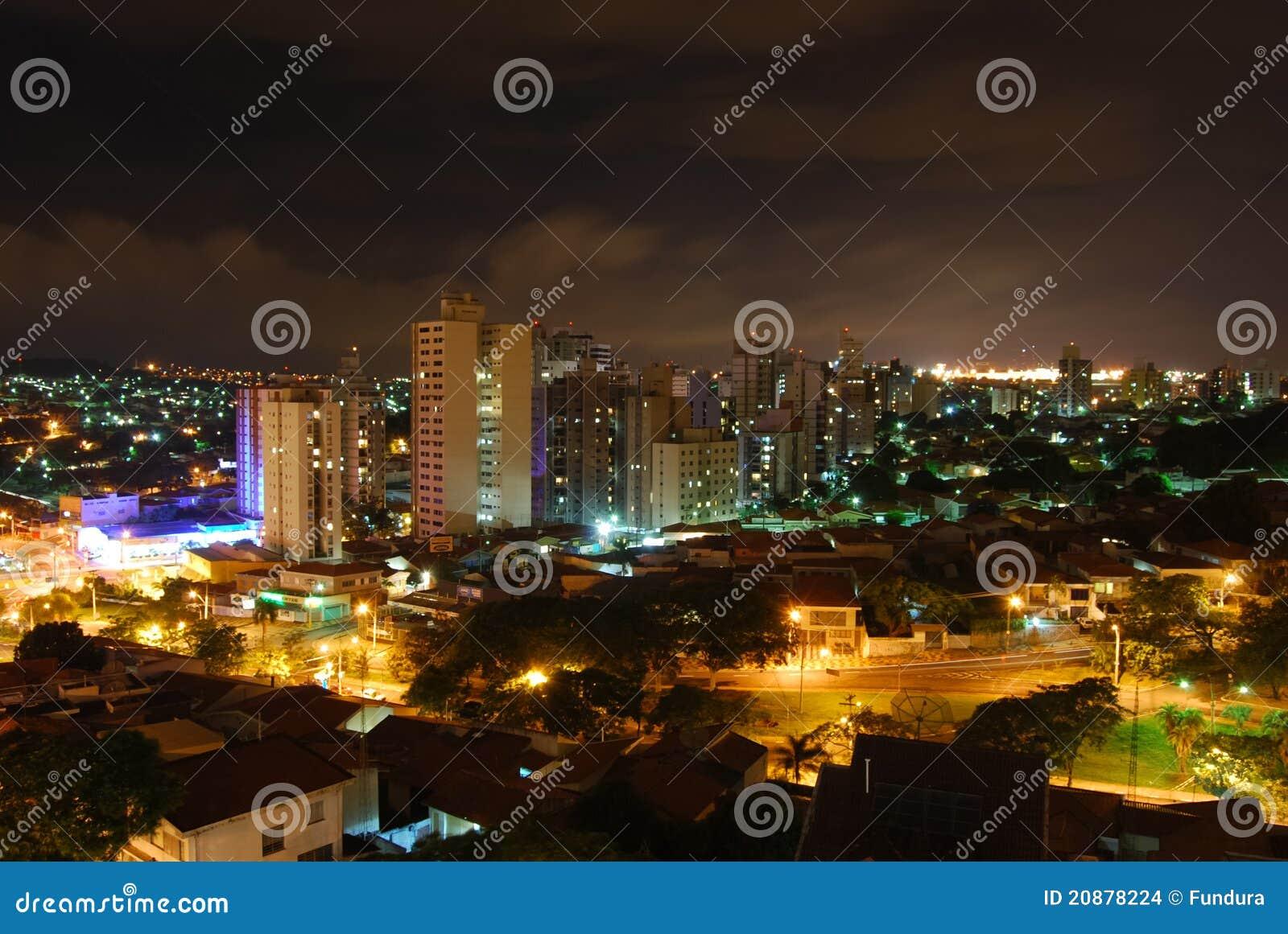 Πόλη τη νύχτα