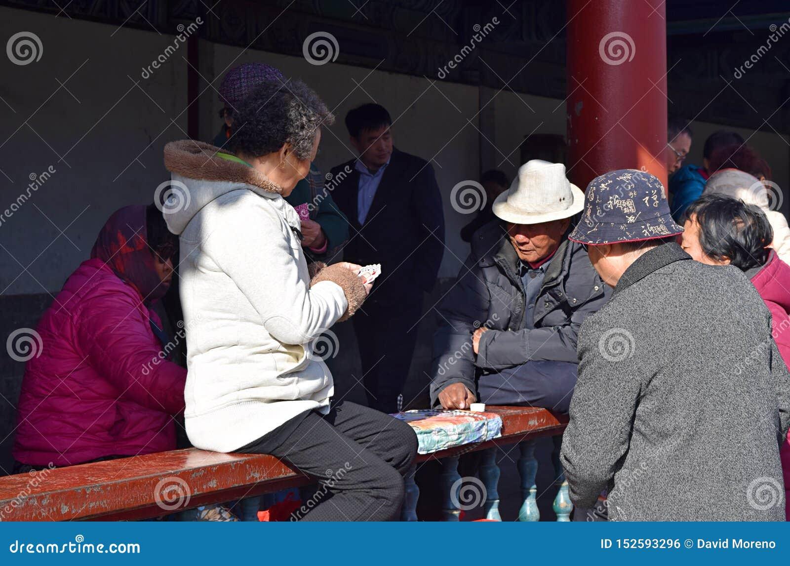 Πόλη Χο Τσι Μινχ, Βιετνάμ, στις 30 Μαρτίου 2019: Βιετναμέζικος αγώνας καρτών παιχνιδιού στην οδό