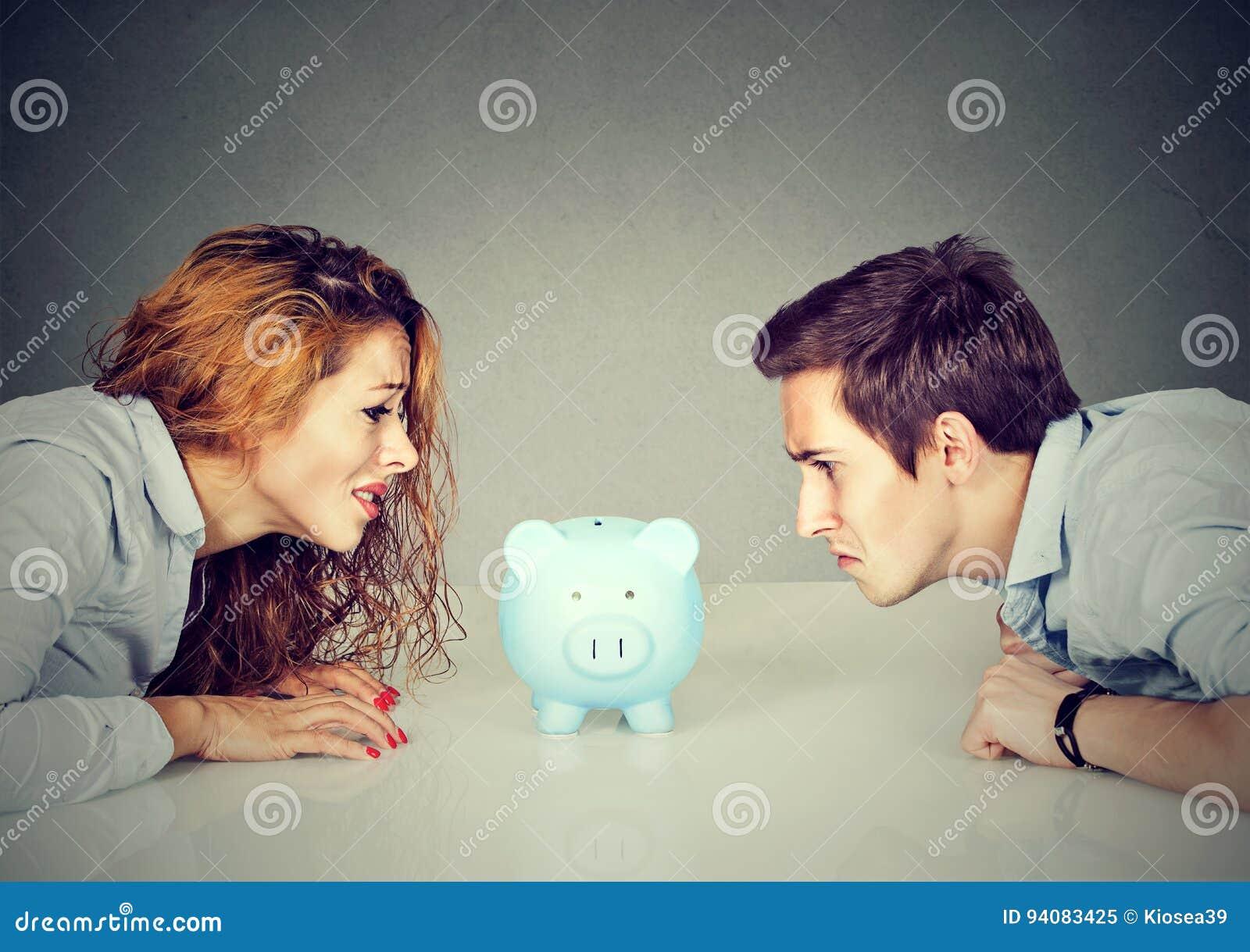 Πόροι χρηματοδότησης στην έννοια διαζυγίου Η σύζυγος και ο σύζυγος δεν μπορούν να κάνουν την τακτοποίηση εξετάζοντας τη piggy συν