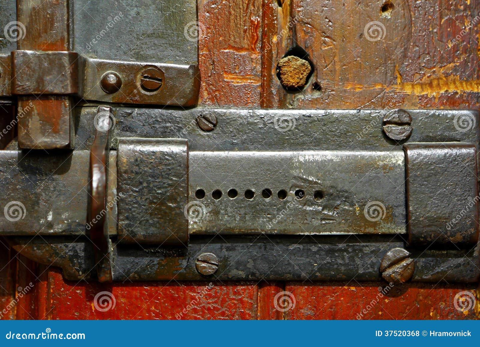 Πόρτα που κλείνουν σε ένα μπουλόνι
