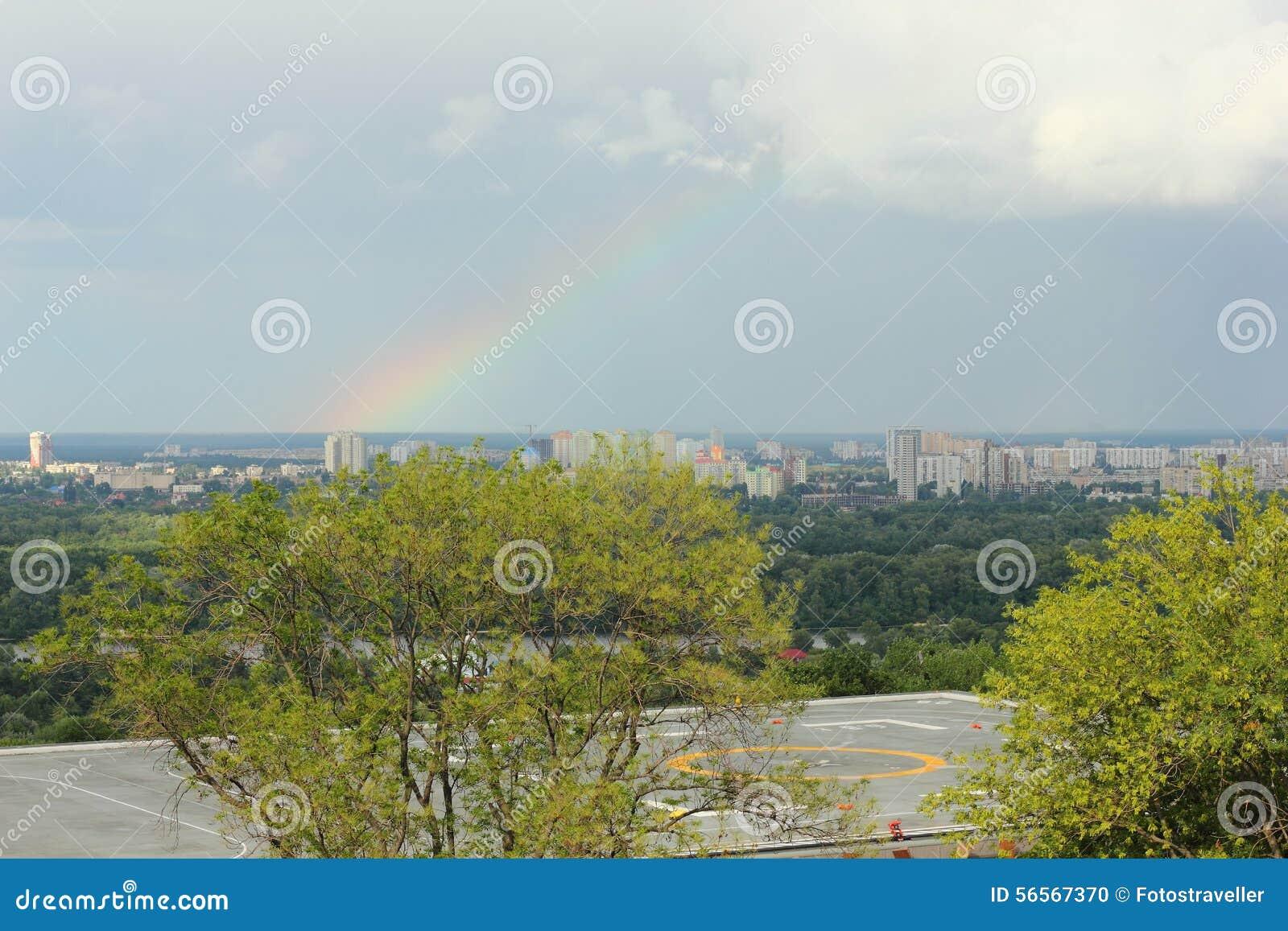 Download πόλη πέρα από το ουράνιο τόξο Στοκ Εικόνες - εικόνα από αριστερός, φυσικός: 56567370