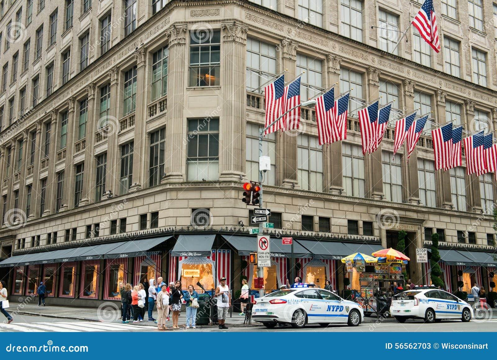 Download Πόλη της Νέας Υόρκης Πεμπτών Λεωφόρος της Saks Εκδοτική Στοκ Εικόνες - εικόνα από λεωφόρων, άνθρωποι: 56562703