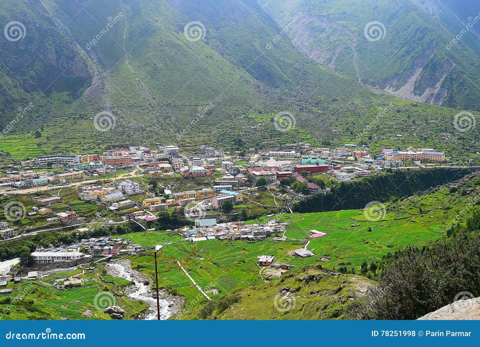Πόλη Badrinath στην κοιλάδα, Uttarakhand, Ινδία