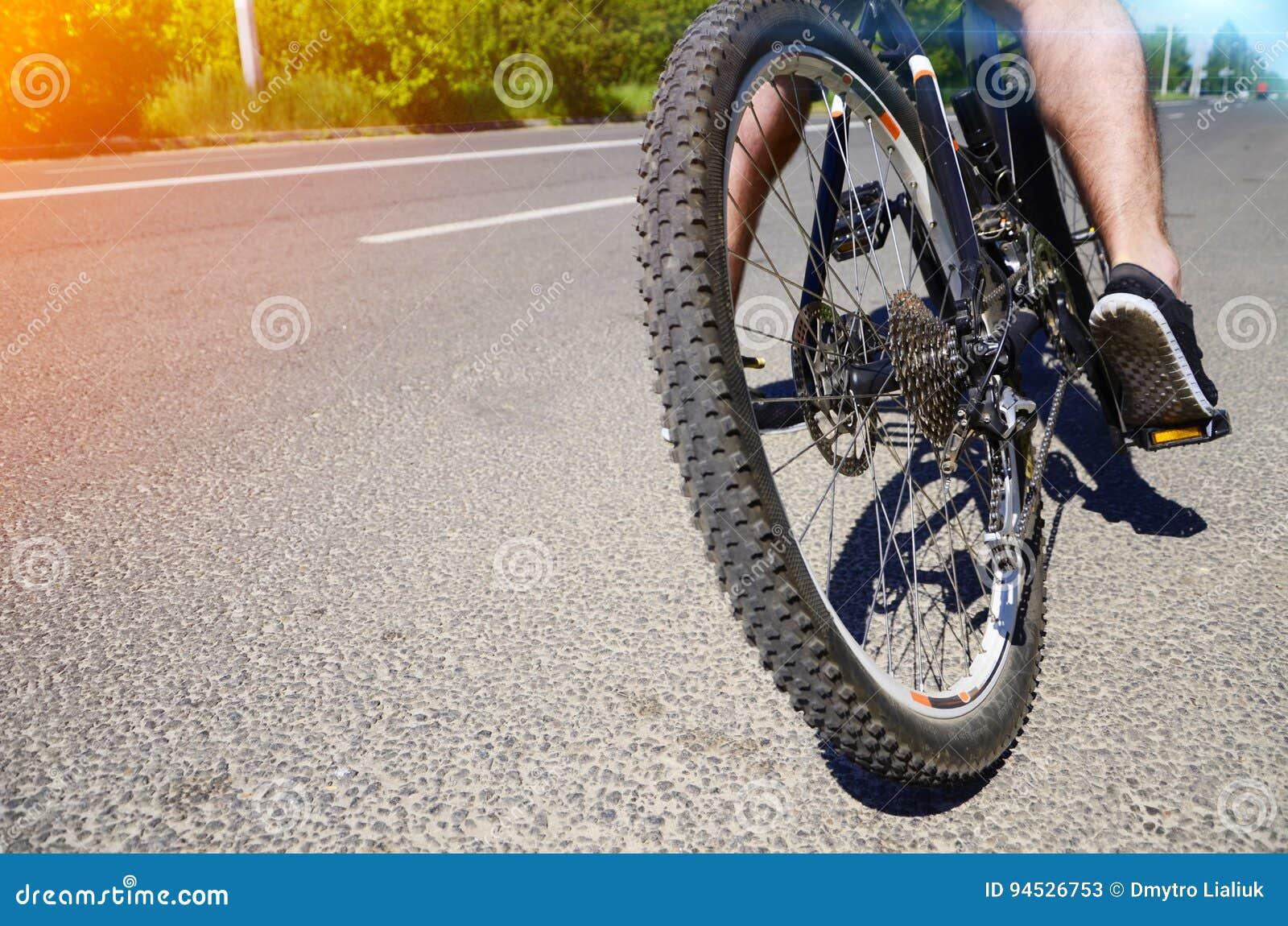 Πόδι στο πεντάλι του ποδηλάτου