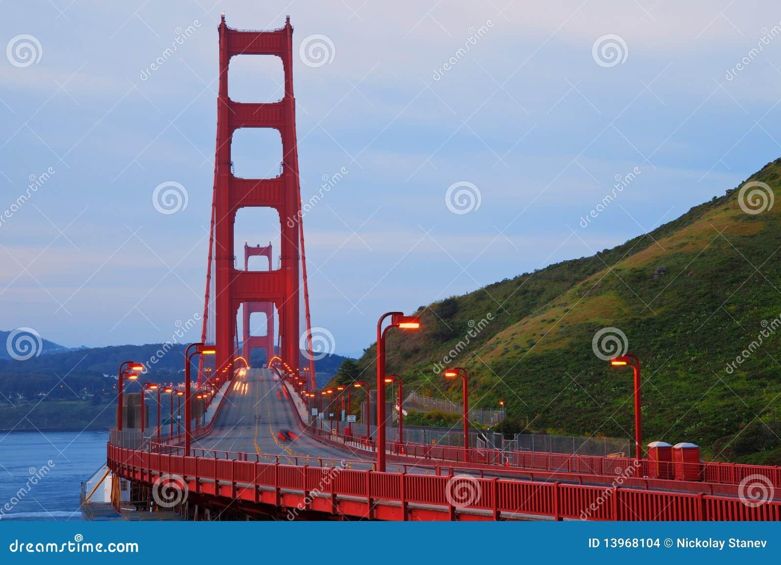 πύλη αυγής γεφυρών χρυσή