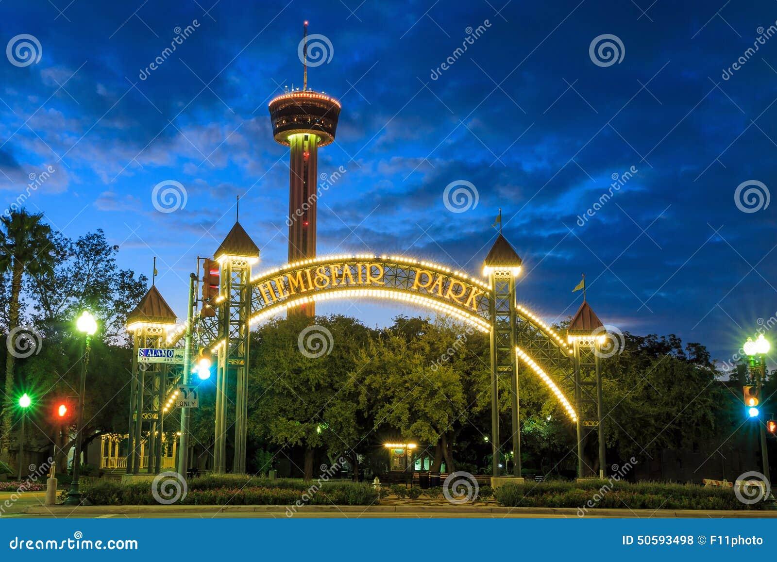 Πύργος της Αμερικής τη νύχτα στο San Antonio, Τέξας