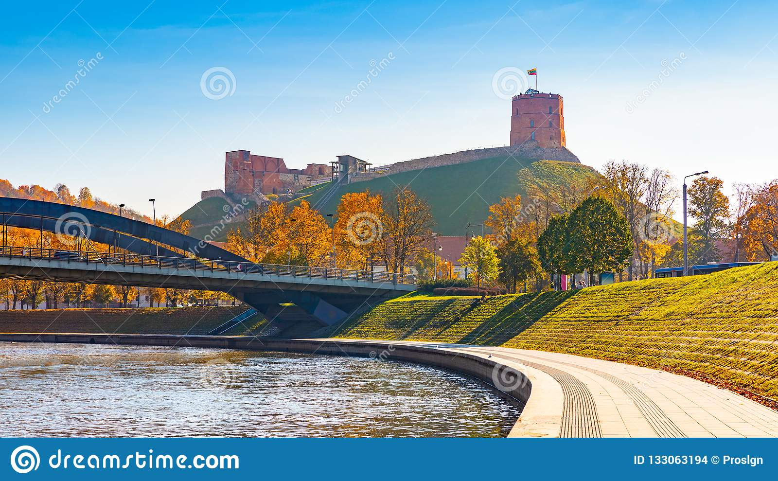 Πύργος Gediminas σε Vilnius, Λιθουανία Ιστορικό σύμβολο της πόλης Vilnius και της Λιθουανίας η ίδια Ανώτερο Vilnius Castle