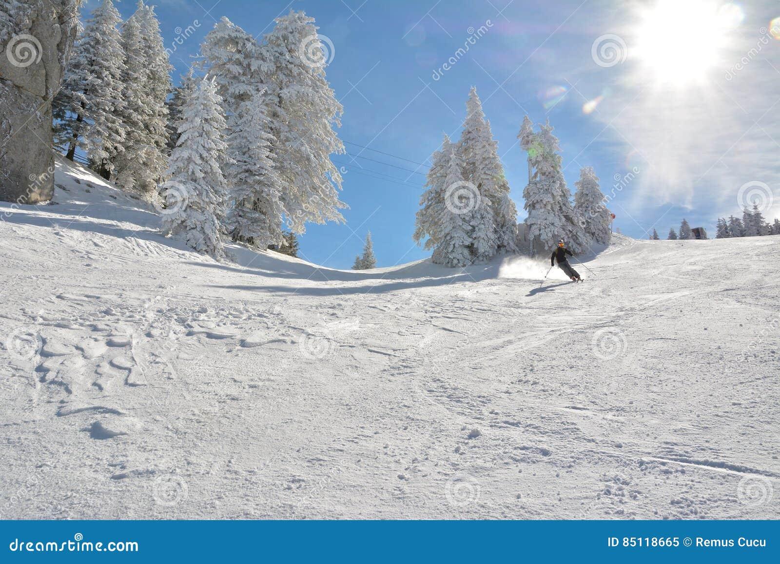 Πλήρες μήκος να κάνει σκι σκιέρ