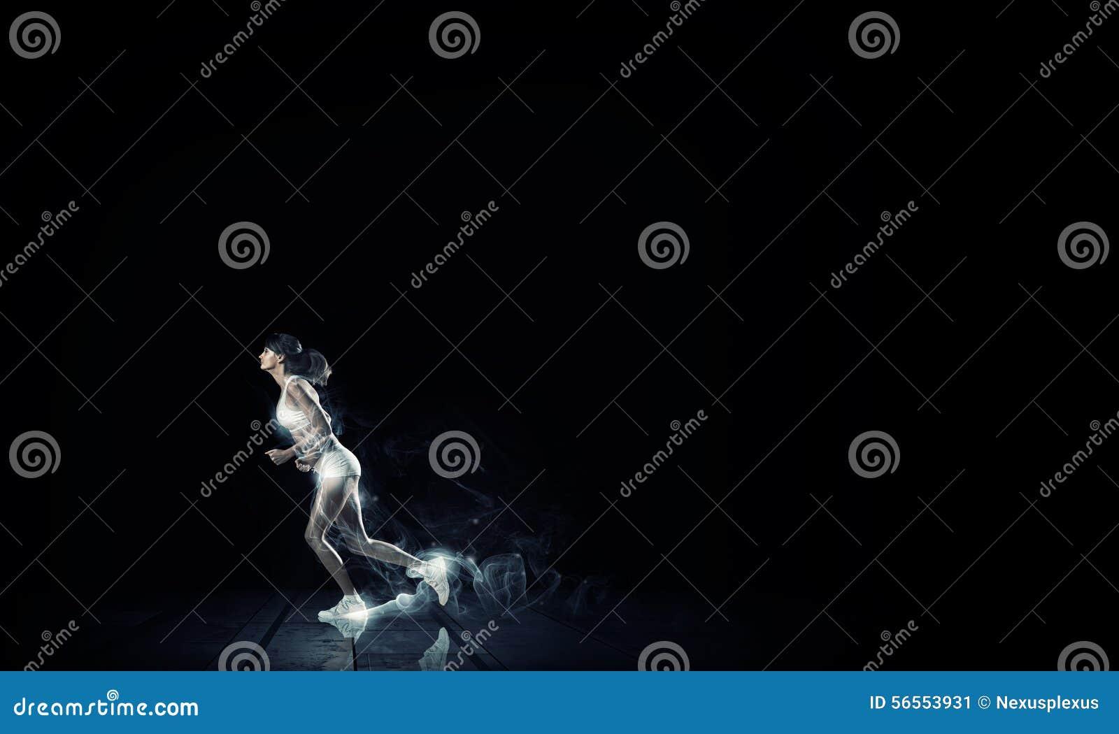 Download πλήρης ταχύτητα στοκ εικόνα. εικόνα από θηλυκό, bodybuilders - 56553931