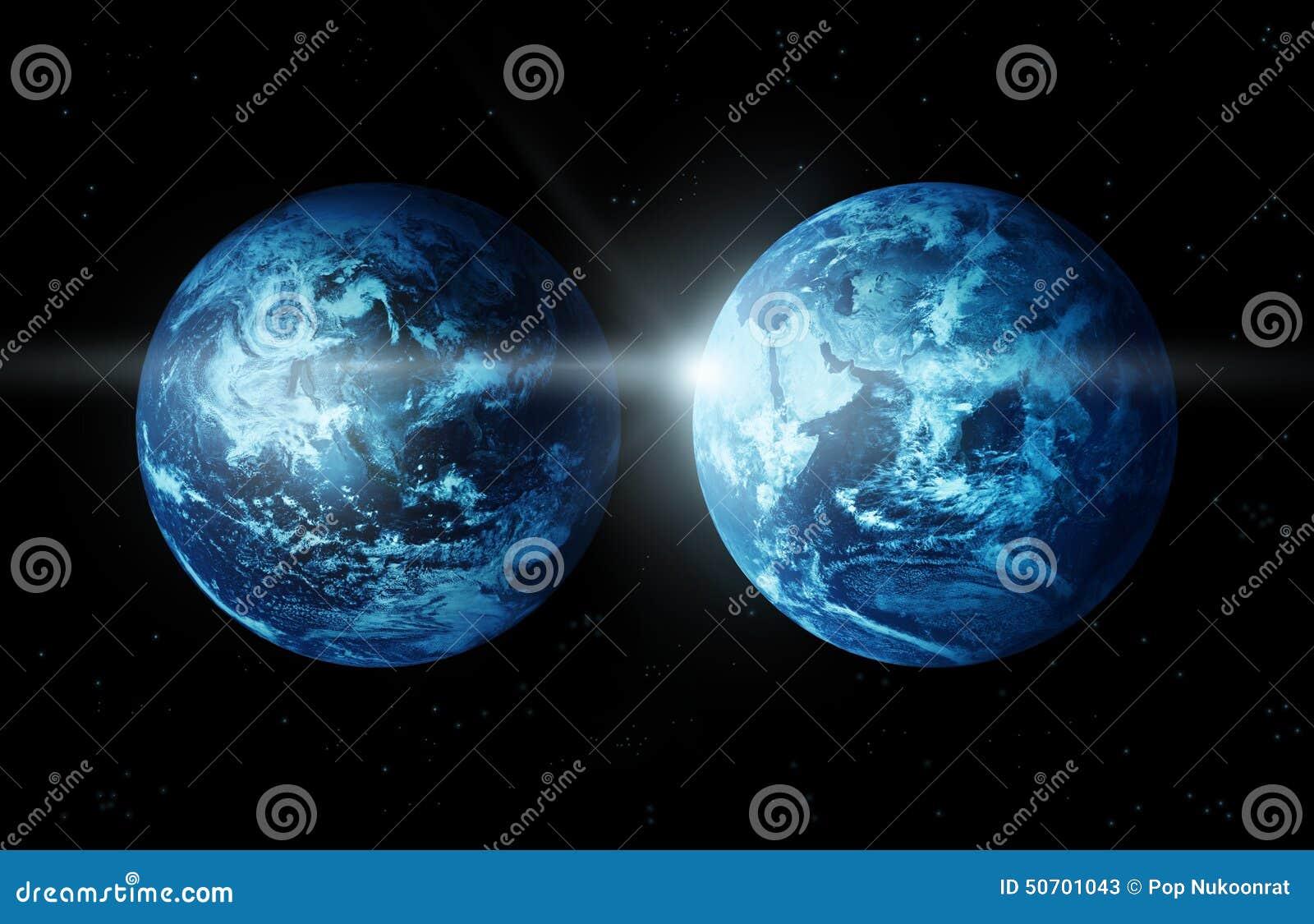 Πλανήτης Γη δύο ήπειρος με τον ήλιο που αυξάνεται από την διαστημικός-αρχική εικόνα από τη NASA