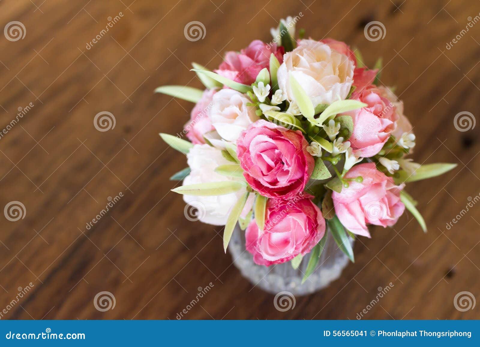 Download Πλαστικό λουλούδι στοκ εικόνα. εικόνα από ανθοδεσμών - 56565041