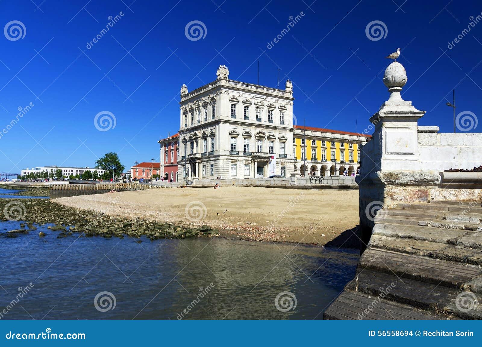 Download πλατεία της Λισσαβώνας &epsilo Στοκ Εικόνες - εικόνα από αρχιτεκτονικής, ιππικός: 56558694