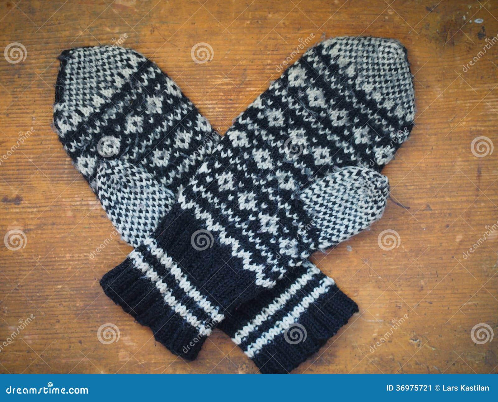 3d45f886341 Download Πλεκτά χειμερινά γάντια στοκ εικόνα. εικόνα από ενδύματα - 36975721