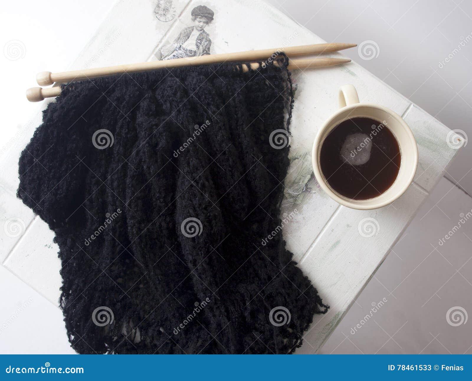 c911402a84f6 Πλεκτό μαύρο πουλόβερ στοκ εικόνα. εικόνα από εξαρτημάτων - 78461533