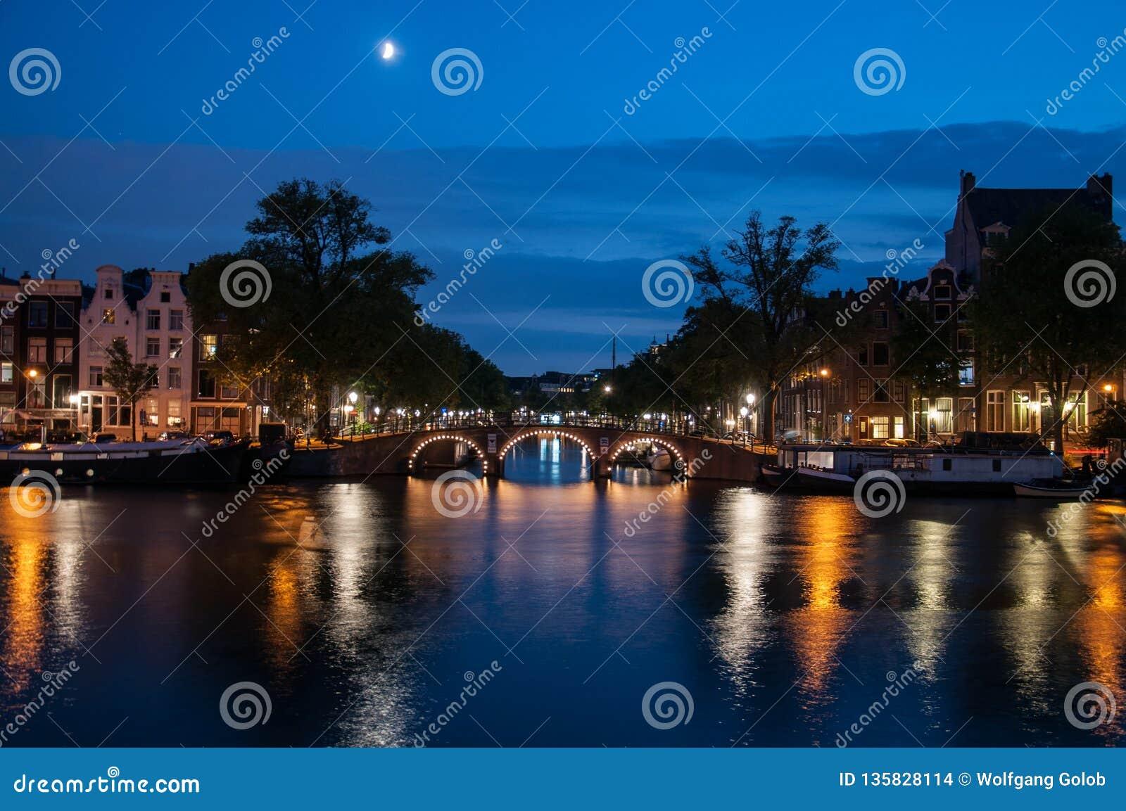 Ρομαντική άποψη βραδιού - Άμστερνταμ