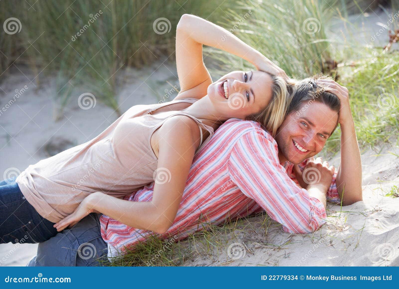 Ρομαντικό ζεύγος υπαίθρια