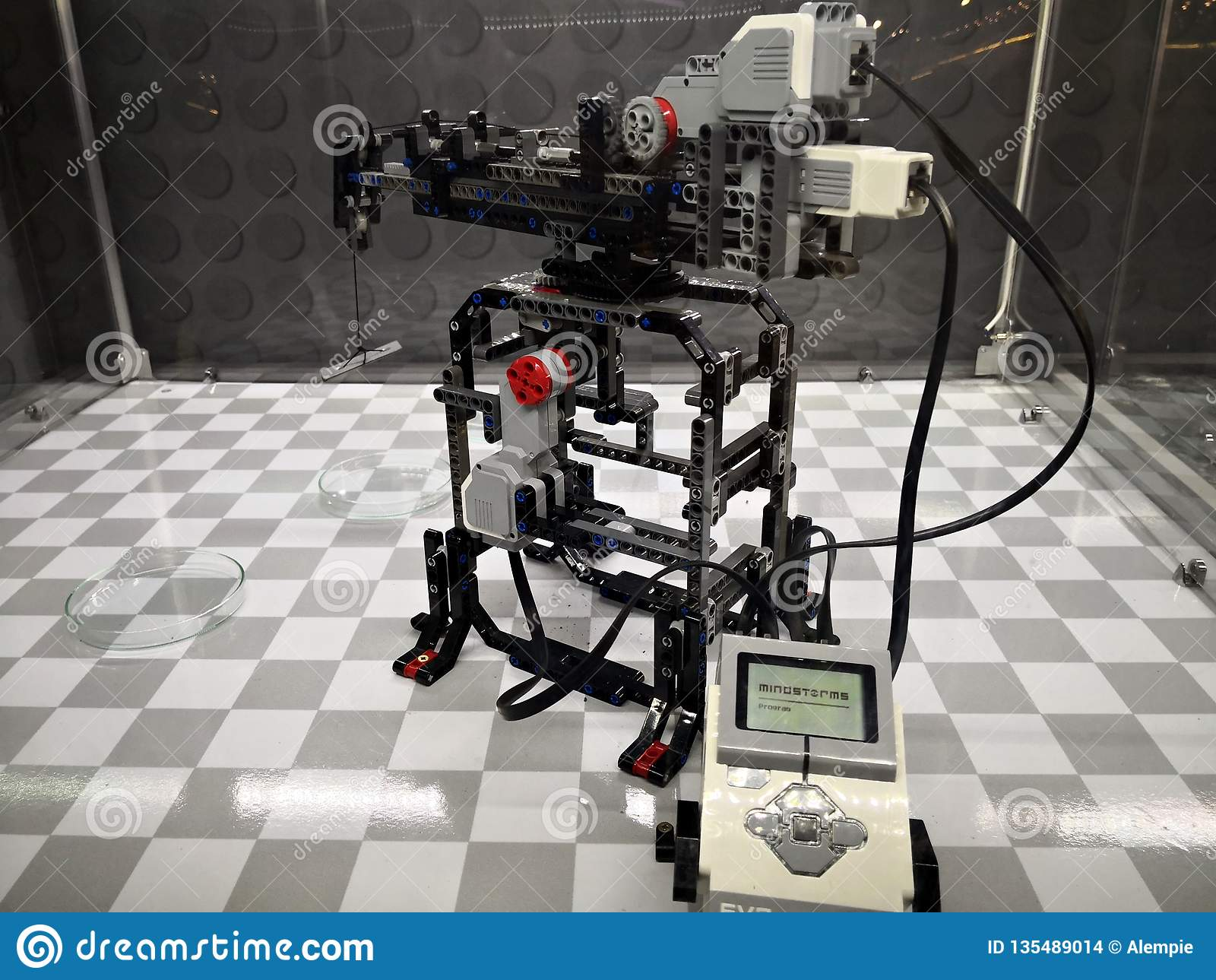 Ρομπότ Mindstorm - εισβολή έκθεσης Lego των γιγάντων