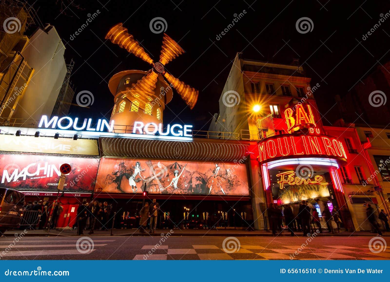 Ρουζ Moulin τη νύχτα