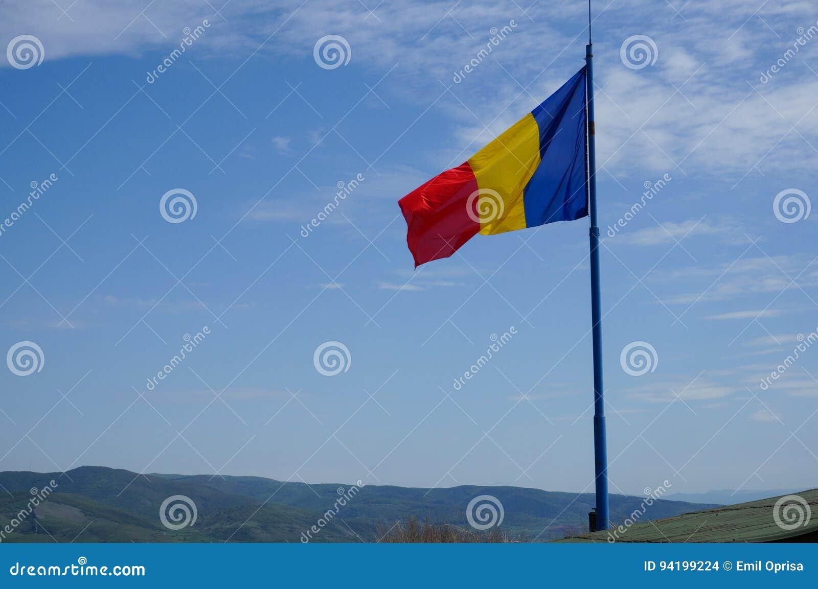 Ρουμανική σημαία σε Deva