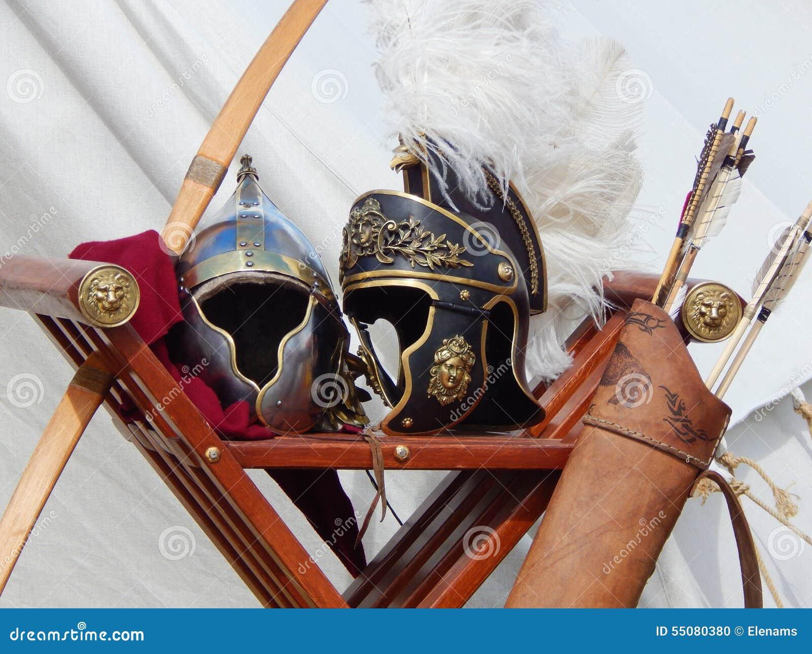 Ρωμαϊκά κράνη, τόξο και βέλη στους διεθνείς χρόνους και τις εποχές φεστιβάλ αρχαία Ρώμη